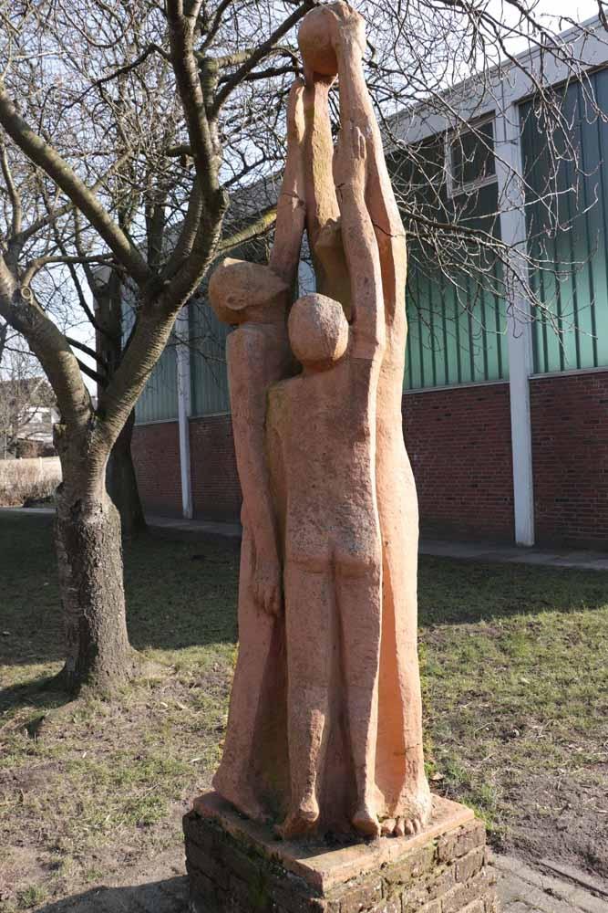 Skulptur an der Schule